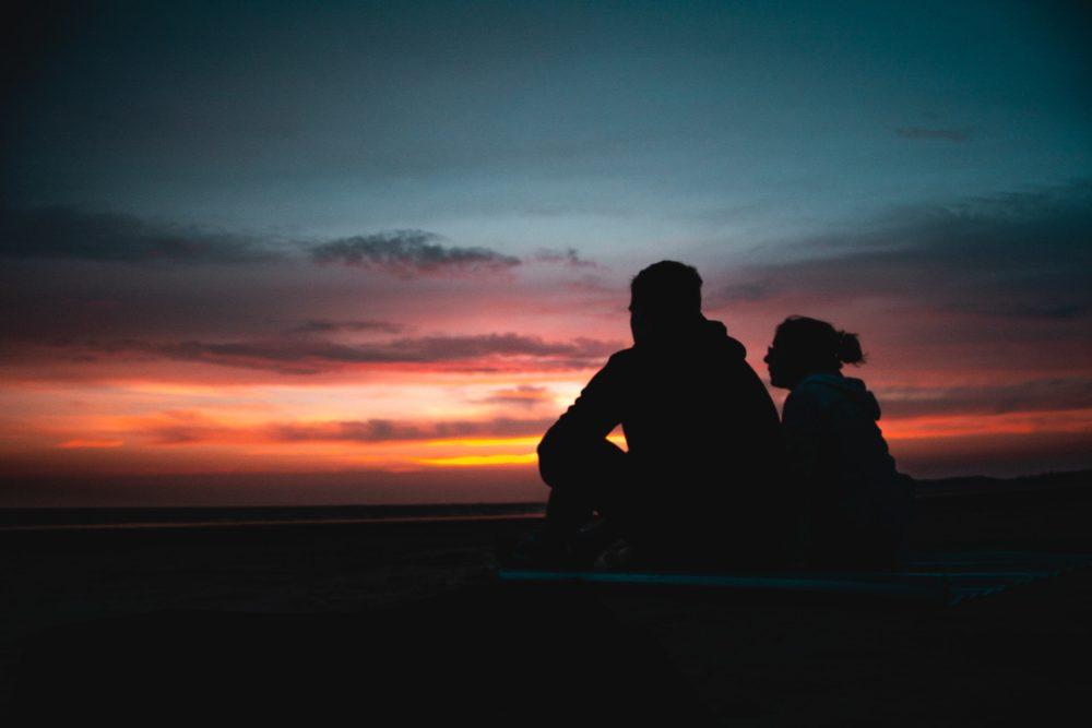既婚男性が別れた後に感じる未練は独特。その気持ちの正体と会いたい・連絡したいサイン、復縁に至るケース