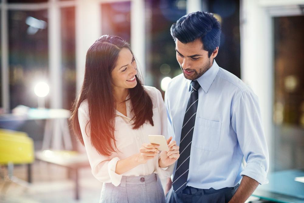 既婚男性は社内で好意を寄せる女性に対してこんな態度を取る!職場に好きな人ができるきっかけや好意に気づいてほしい時に出すサイン