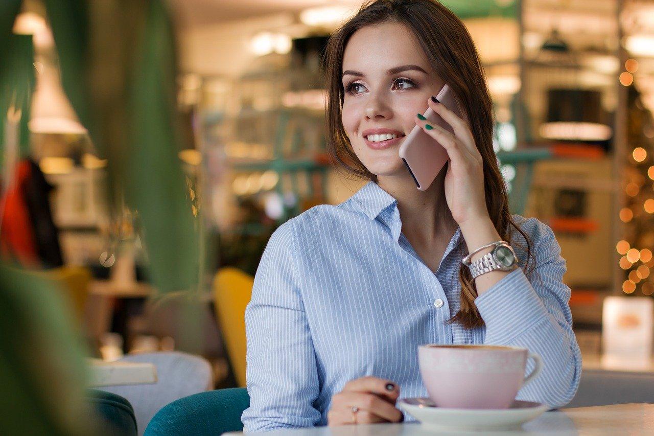 好きな人との電話が100倍楽しくなる話題はこれ!話し始め方や盛り上がる質問&会話が続かなくても焦らずに済む沈黙の活用法
