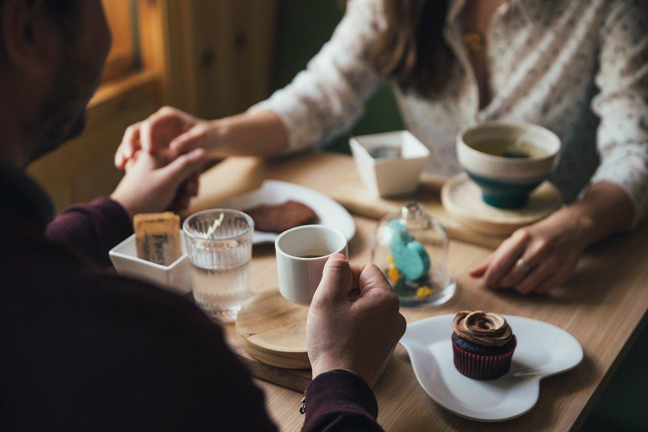 二人きりで食事したり飲みに行くのを男性はこう感じる!職場が同じ場合・既婚男性のケース・女性から誘った場合
