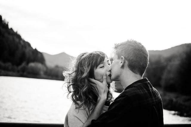 好きでたまらない女性に対する男性心理!行動や言葉の特徴&好きでたまらない気持ちにさせる方法