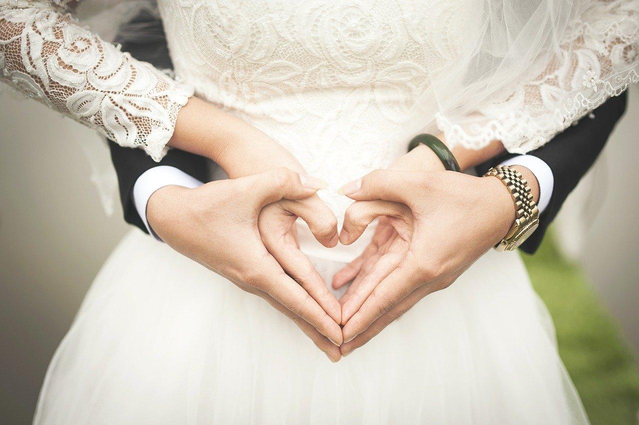 付き合う前から結婚の話をする男性の心理。結婚願望を口にする事で女性に与えたいイメージ&付き合ったら重いタイプの見極め方