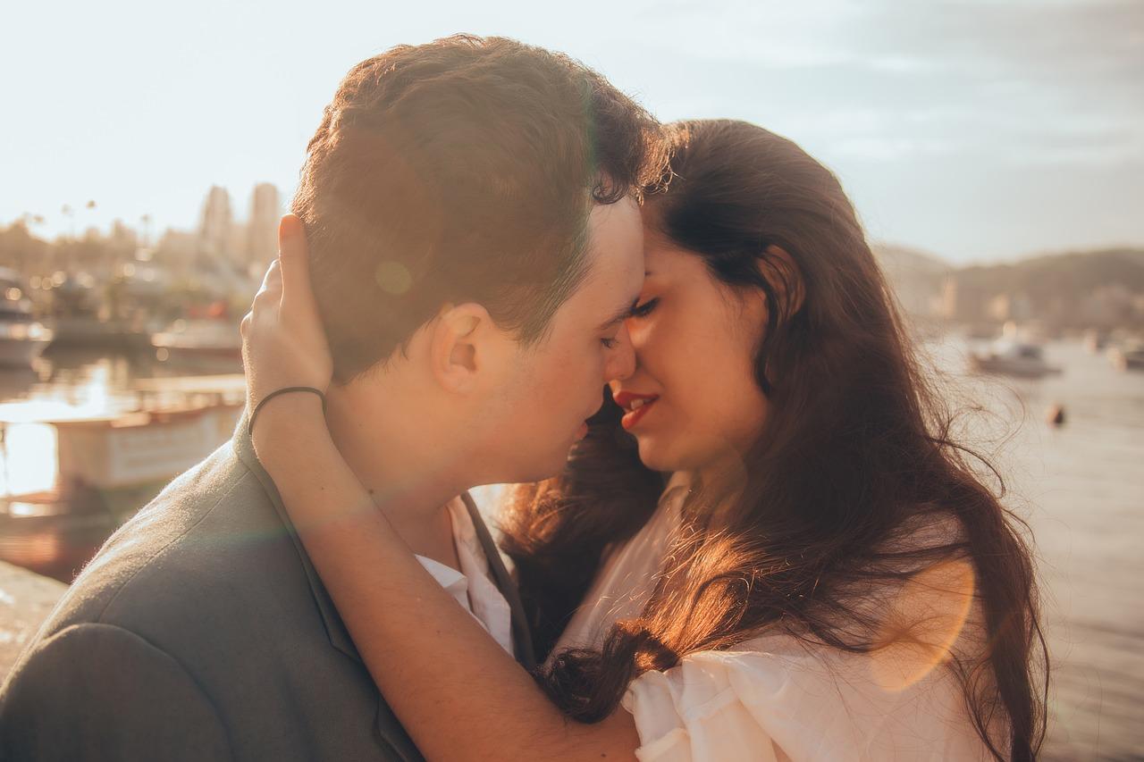 キスの相性は男性にとって超大切!キスを重要視する心理と「相性が良い!」と感じるキス&長いキスをする男性の特徴